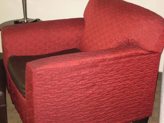 Wingate by Wyndham Macon : UGLY chair