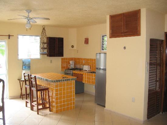 Condo-Hotel Marviya: Kitchen area