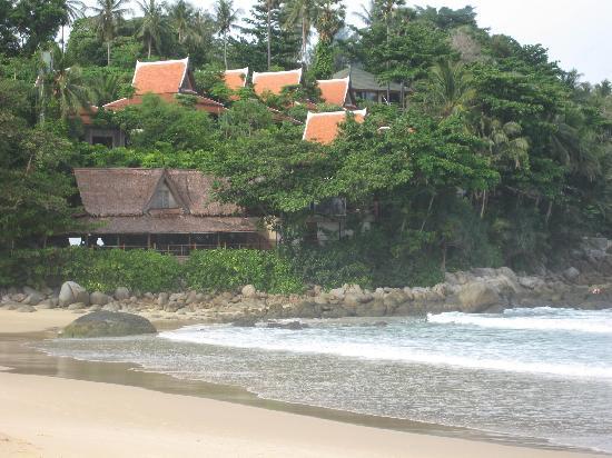 Kata Villa: Beach across the road