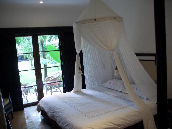 The Breezes Bali Resort & Spa: King bed room opening to garden