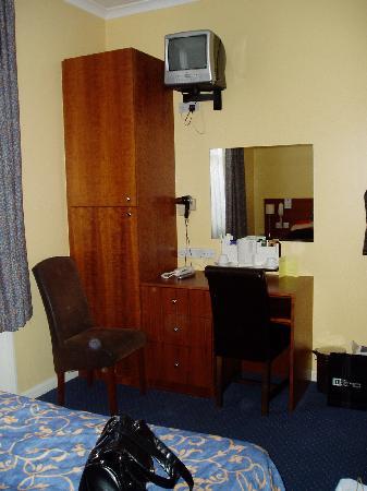 """ลูน่า & ซิโมน โฮเต็ล: Room 4 """"Simone"""" side - Comfy chairs"""