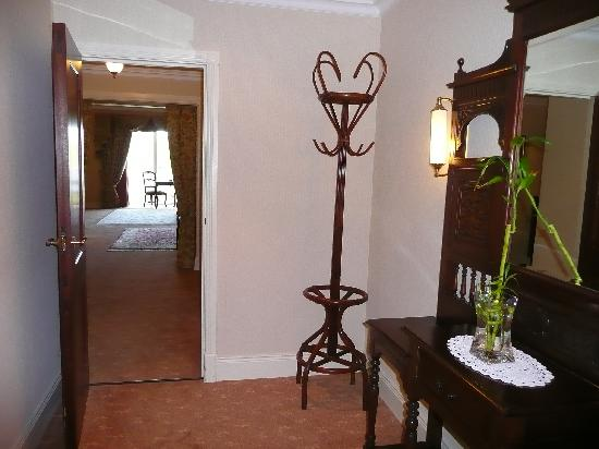 Harvey's Point: Entry way to the room