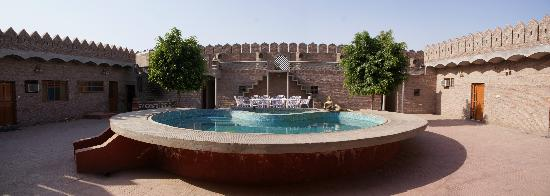 Virasat Haveli: The water quality of the pool is simply wonderful
