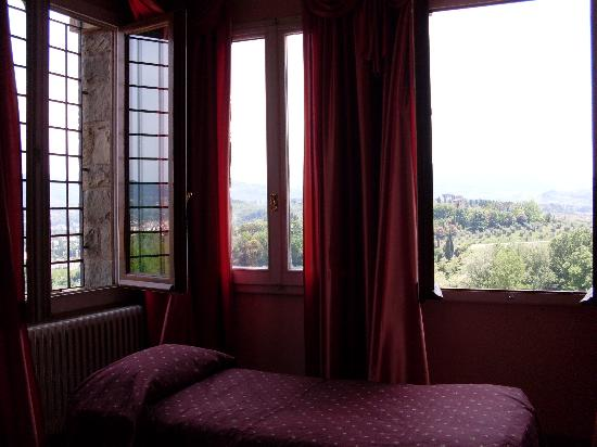 The Five Star Villa: The windows in our room