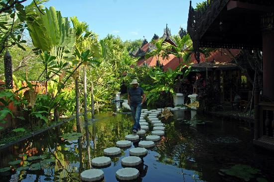 Mandalay Hill Resort: Spa entry