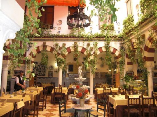 Federacion de Peñas: restaurant