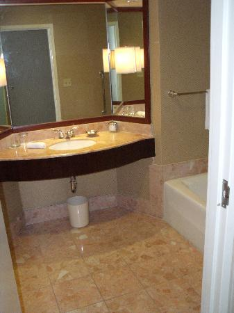InterContinental Los Angeles Century City: Bathroom Pic 2