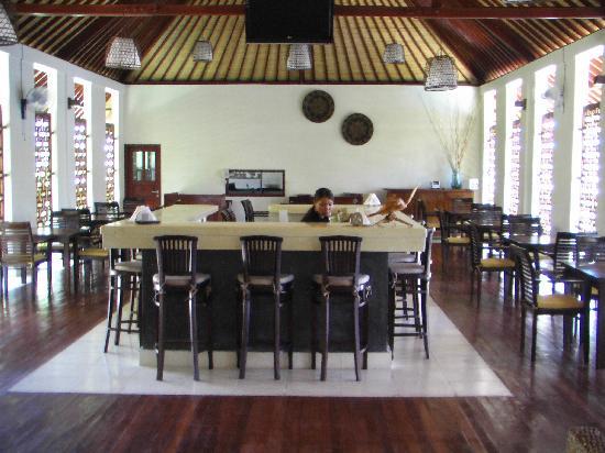 Luce d'Alma Resort & Spa: bar e zona ristorante