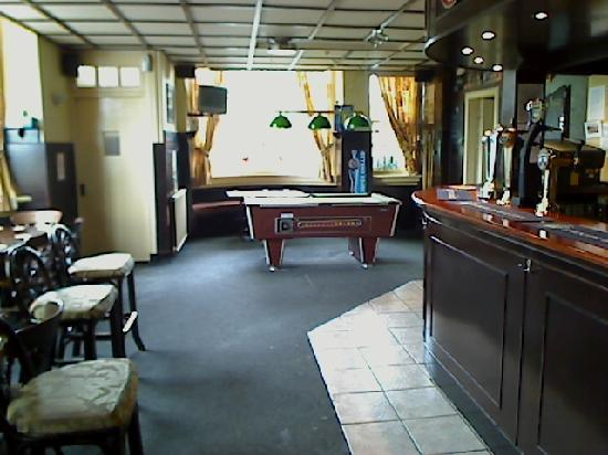 The Earl David Hotel: Another view of lobby pub