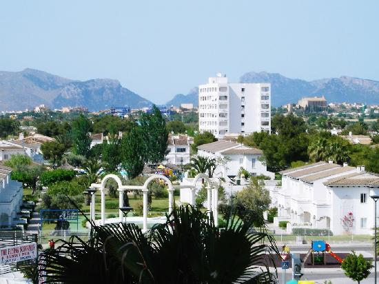 Hotel JS Sol de Alcudia: View from room near road