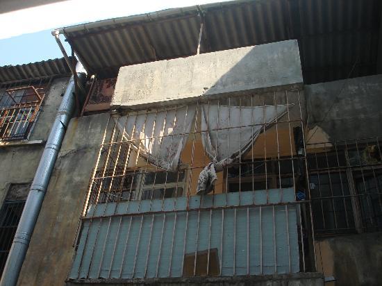 Santa Sophia Hotel: Garbage in abundance