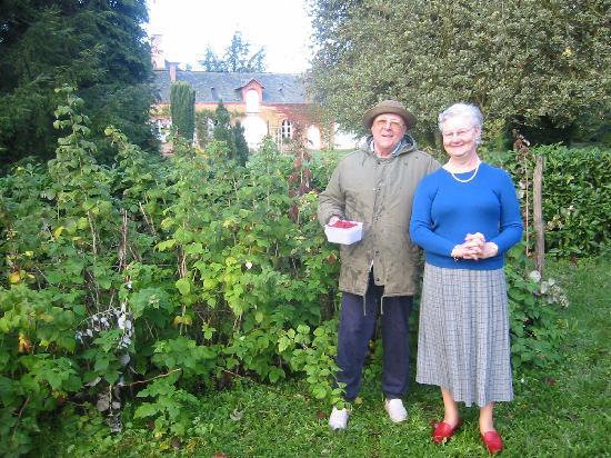 La Croix d'Etain : Madame et Monsieur & raspberries in the garden
