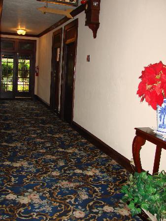 Park Plaza Hotel Winter Park: 2nd-floor hallway
