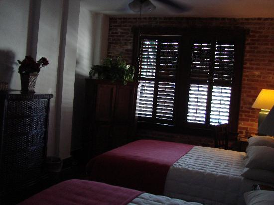 Park Plaza Hotel Winter Park: my room (natural lighting; no flash)