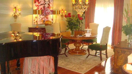 Dining Area With Baby Grand Piano 706 Picture Of