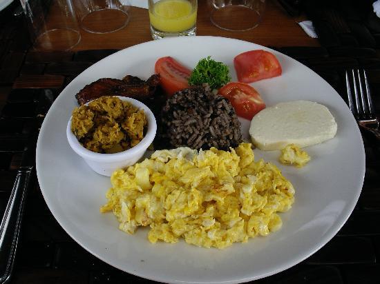 Arenal Manoa Hotel & Spa : tipico breakfast