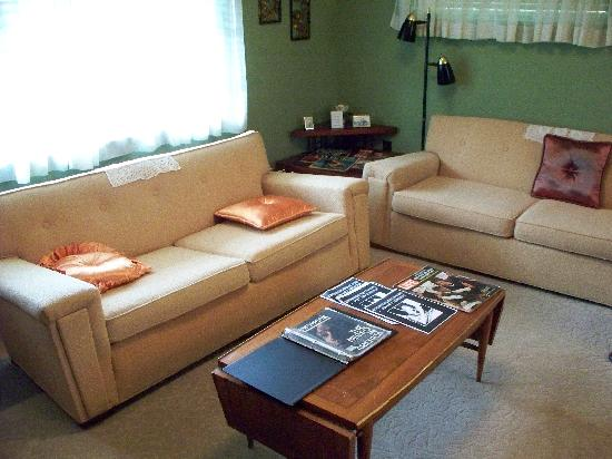 Medgar Evers Home: medgar Living room