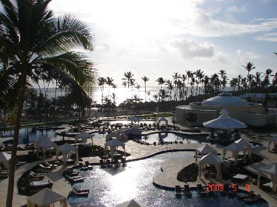 Iberostar Grand Hotel Bavaro: pool @ sunrise