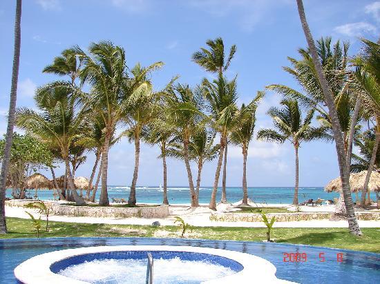 Iberostar Grand Hotel Bavaro: pool -> beach