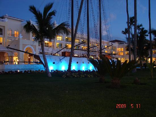 Iberostar Grand Hotel Bavaro: nite shot