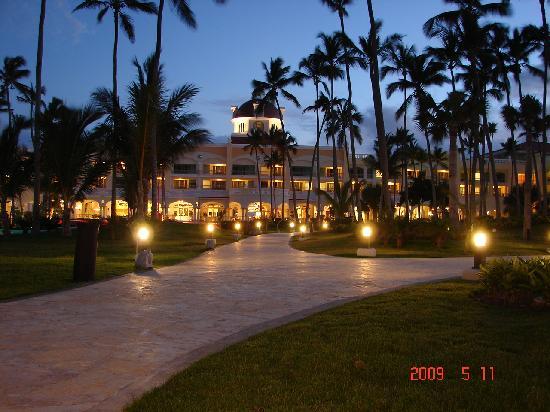Iberostar Grand Hotel Bavaro: nite stroll