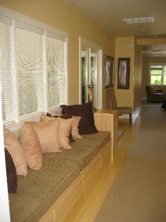 Auberge Sonoma: Upstairs suite hallway - so bright!