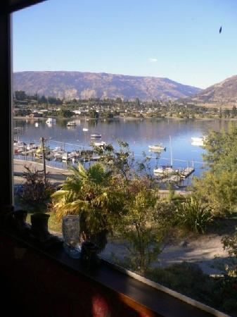 Wanaka Bakpaka: View from the lounge windows