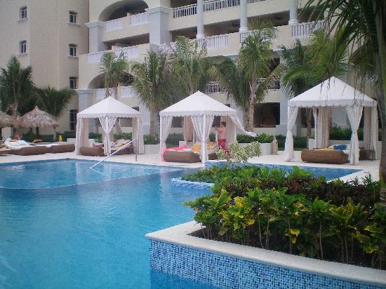 Iberostar Grand Hotel Rose Hall: best seats in house by the pool