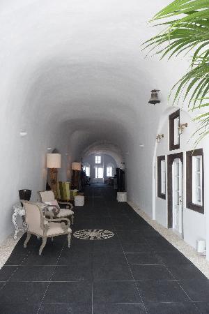 San Antonio Suites: Durchgang Rezeption