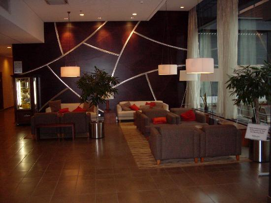 Holiday Inn Helsinki West-Ruoholahti: Lobby / Reception Area