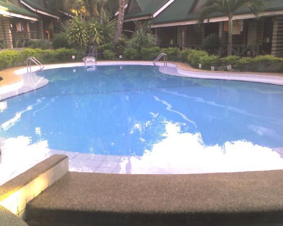 Dumaluan Beach Resort: Swimming pool