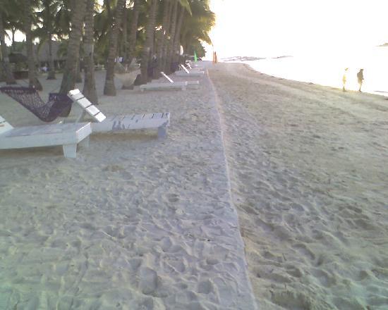 Dumaluan Beach Resort: Bohol beach Club is nearby