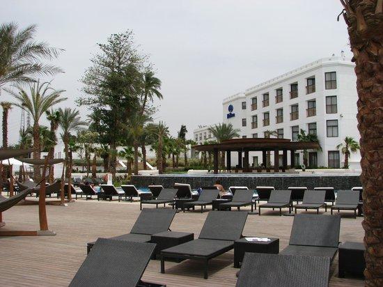 Hilton Luxor Resort & Spa: Plenty sunbeds and huge hammocks