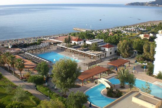 Esperides Beach Family Resort : Due delle 6 piscine