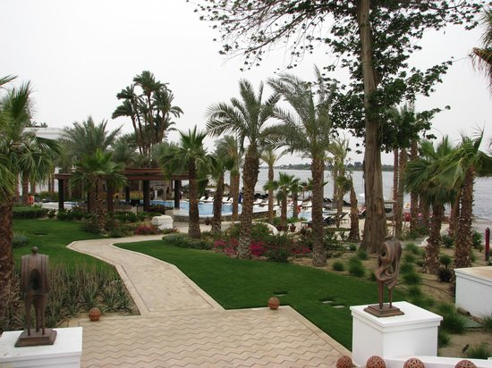 Hilton Luxor Resort & Spa: Gardens & pool