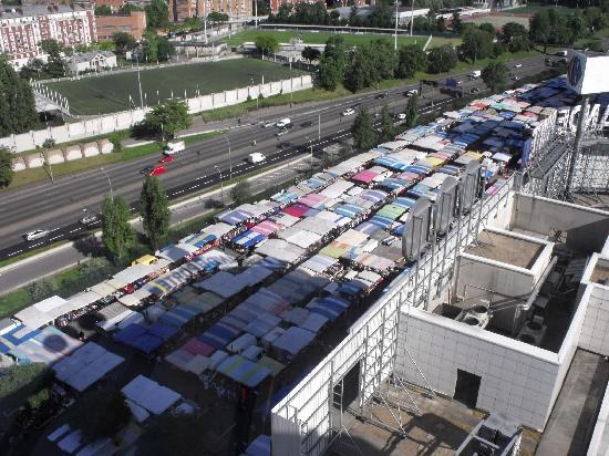 Vue du 15éme étage de l'hôtel : le marché