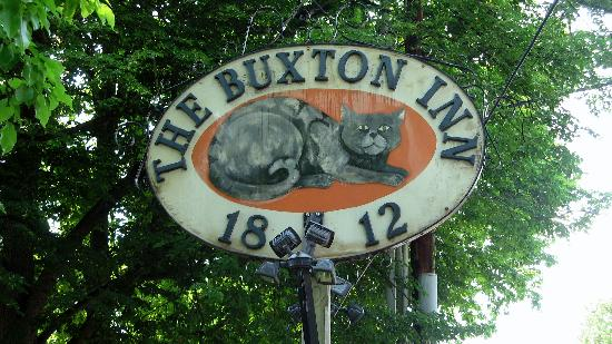 Buxton Inn: Sign in front with Major Buxton