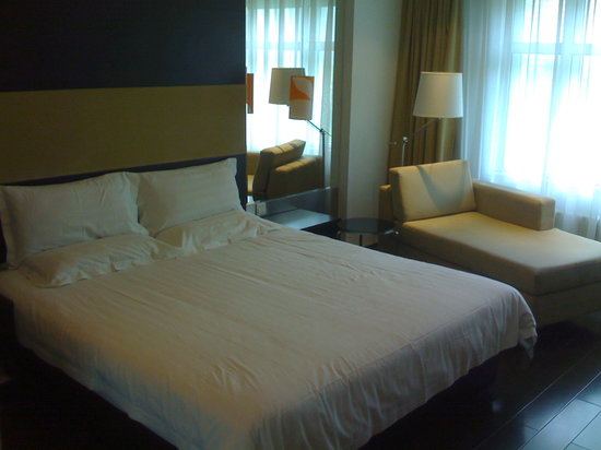 Orange Hotel (Beijing Jinsong Bridge East): bed pretty good, threadcount could be better but comfortable