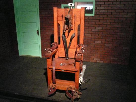 Electric chair picture of texas prison museum for Chaise electrique