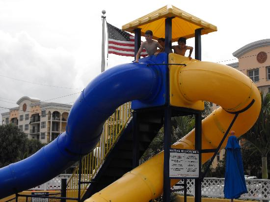 Comfort Inn Oceanside: Slide