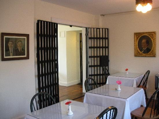 جايلهاوس إن: The breakfast room out to the lobby