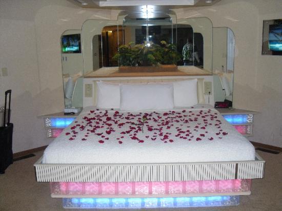 Sybaris Indianapolis: Bed