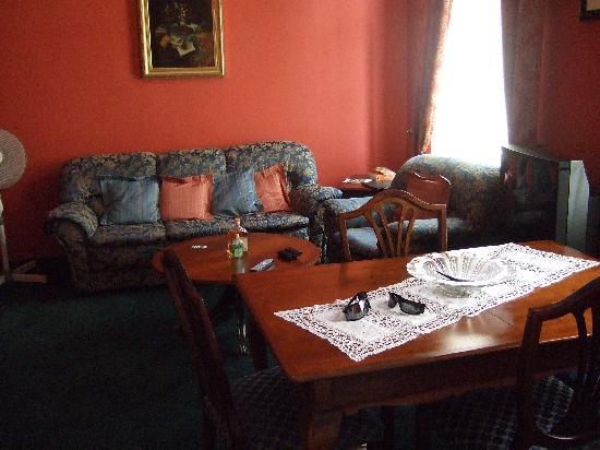 Bohemia Plaza Residence: Living room