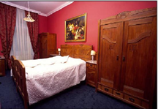 Bohemia Plaza Residence: bedroom