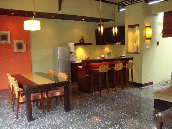 Pradha Villas: kitchen/living area