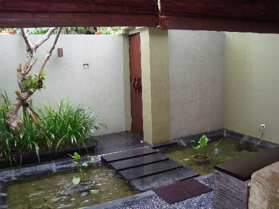 Pradha Villas: villa entrance