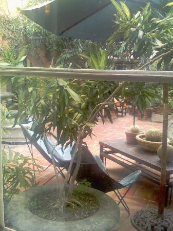 Casa Tlaquepaque Hotel-Galeria: Courtyard 1