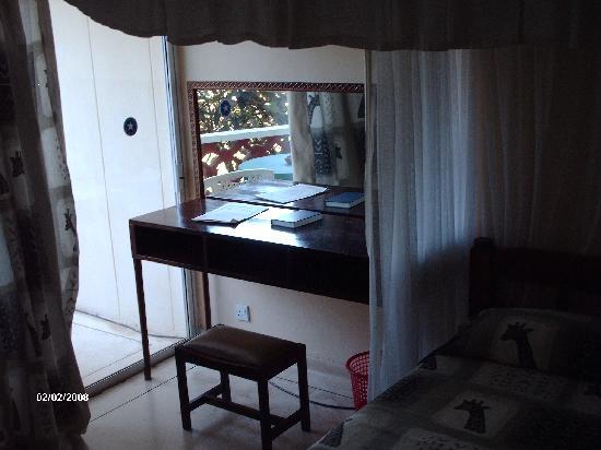 Sai Eden Roc Hotel: Bedroom still