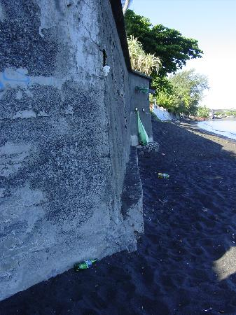 Pirae, French Polynesia: Dog poo invested beach behind hotel