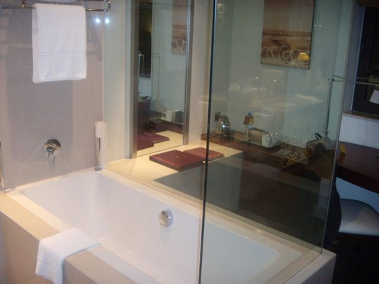 Manzil Downtown Dubai: Bath